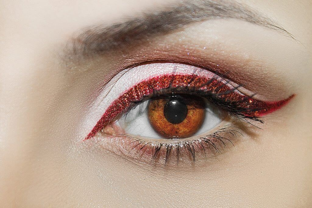 Augenbrauen und Wimpernbehandlung