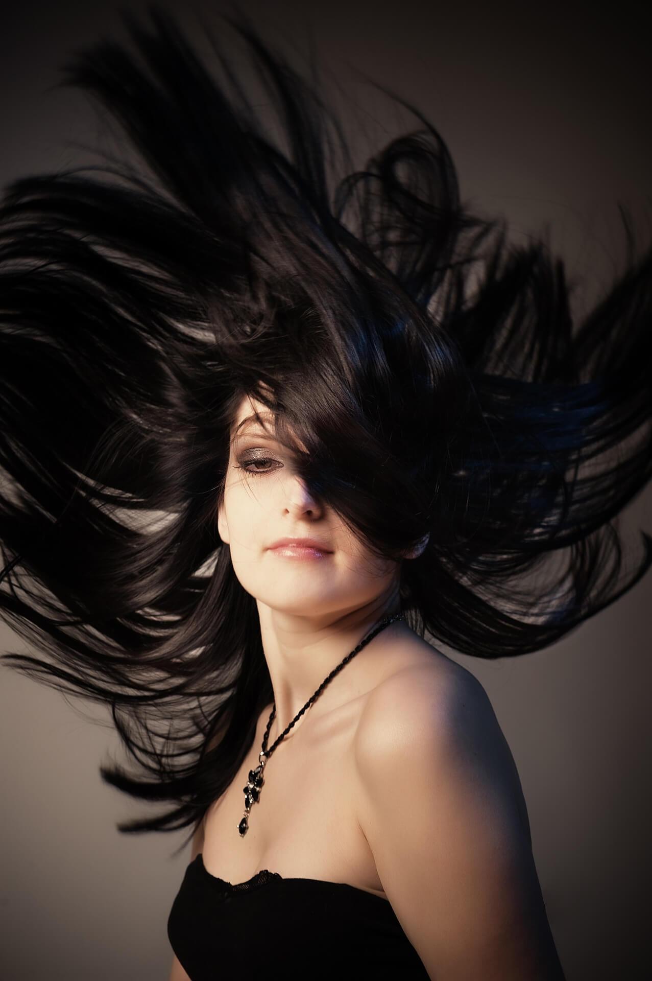 Model Lange Haare Dunkel